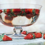 strawberry-season-table-setting-ideas3.jpg