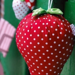 strawberry-season-table-setting-ideas4.jpg
