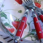 strawberry-season-dinnerware2.jpg