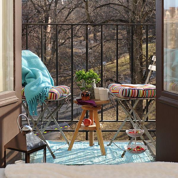 Украшение балкона из подручных материалов