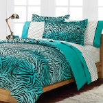 turquoise-and-black-in-bedroom2.jpg