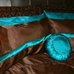 turquoise-and-brown-in-bedroom2.jpg