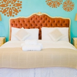 turquoise-and-orange-in-bedroom2.jpg