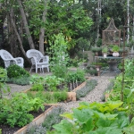 vegetable-garden-paths-ideas7.jpg