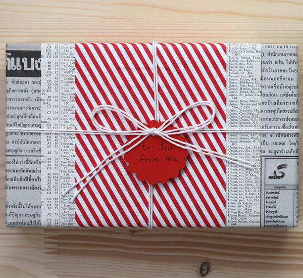 Красиво упаковать коробку с подарком газетой 20