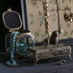 vintage-style-jewelry-holders-anangelatmytable8.jpg