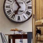 vintage-wall-clock-in-diningroom1.jpg