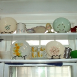 window-shelves-ideas-for-dinnerware1-5.jpg