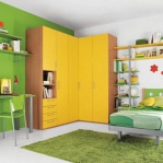 yellow-accents-in-kidsroom2.jpg