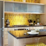 yellow-accents-in-kitchen4.jpg