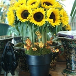 yellow-flowers-centerpiece-ideas-sunflower2.jpg