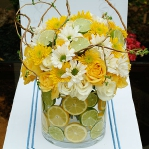 yellow-flowers-centerpiece-ideas-fruits2.jpg