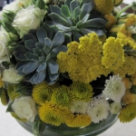 yellow-and-white-flowers-centerpiece-ideas12.jpg