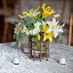 yellow-and-white-flowers-centerpiece-ideas4.jpg