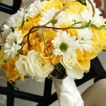 yellow-and-white-flowers-centerpiece-ideas9.jpg