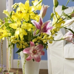 yellow-and-other-flowers-centerpiece-ideas4.jpg